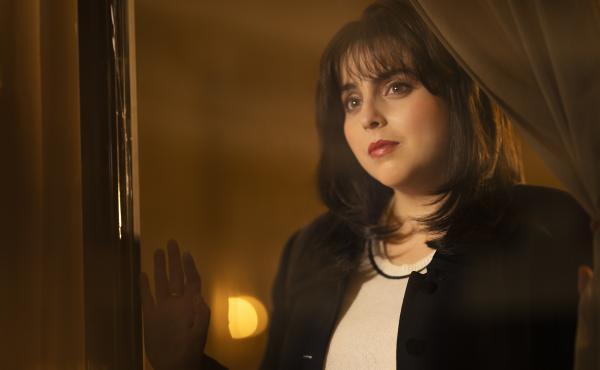 Beanie Feldstein plays Monica Lewinsky in Impeachment: American Crime Story. Lewinsky served as a producer on the show.