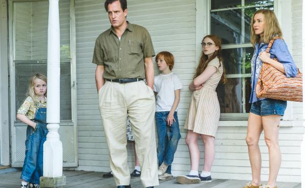 The Glass Castle shows the different stages of Jeannette Walls' life, from early childhood to adulthood. (Pictured: Eden Grace Redfield, Woody Harrelson, Charlie Shotwell, Sadie Sink and Naomi Watts)