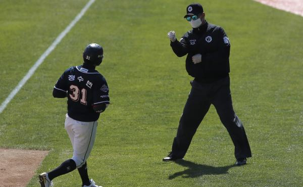 First base umpire Lee Gye-sung (right) wears a mask and gloves as a precaution against the coronavirus during the preseason baseball game between the Doosan Bears and the LG Twins in Seoul on April 21.